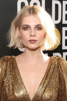 Lucy Boynton Hair The advent of a new year typically brings with it the desire to overhaul your life and look. The easiest way to do this? A bold new haircut, a nothing is more effective than lopping off your long tresses into a refreshing bob. Cool Haircuts For Girls, New Haircuts, Short Bob Hairstyles, Girl Hairstyles, Trendy Haircuts, Short Hair For Girls, Blonde Short Hair, Short Bleached Hair, Pretty Short Hair