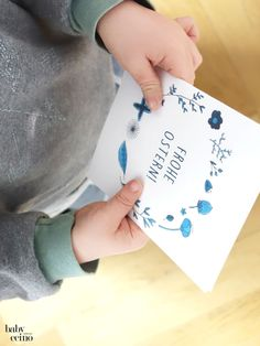 Osterkarten – Freebie | Nachhaltig Gutes für Familien Cards, Old Wooden Chairs, Cute Ideas, Happy Easter, Diy Presents, Crafting, Maps, Playing Cards