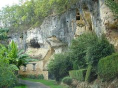 Les Eyzies-de-Tayac-Sireuil - to see the prehistoric rock dwellings (like Font-de-Gaume, Grotte du Grand-Roc and Lascaux cave) and go the the National Museum of Prehistory.