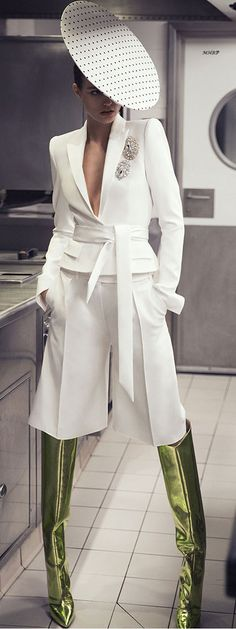 Alexandre Vauthier Spring love it except the hat and boots one of my favorite all white looks. The knee length trousers is gorgeous with the suit and belt and the touch of embroidery Couture Fashion, Runway Fashion, Womens Fashion, Fashion Trends, Fall Fashion, Wedding Robe, Estilo Fashion, Mode Inspiration, White Outfits