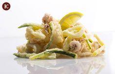 Fritto di calamari e gamberi con zucchine croccanti
