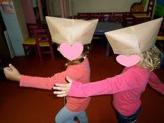 Προσχολική Παρεούλα : Κατασκευή καπέλου ( δίκοχο )