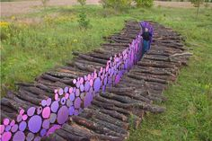 Wood pathway in wood art with Wood paint Land Art Land Art, Franconia Sculpture Park, Wood Pathway, Log Path, Log Fence, Stone Walkway, Art Environnemental, Art Et Nature, Nature Tree