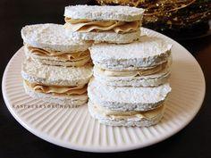 Stále váhate nad pečením laskoniek, či sa vydaria? S týmto receptom už váhať nemusíte, určite si ich vyskúšajte upiecť, recept je jedno... Christmas Sweets, Christmas Baking, Czech Desserts, Czech Recipes, Xmas Cookies, Pavlova, Cookies Et Biscuits, Baked Goods, Sweet Recipes