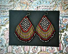 Sycamore..Beaded Fringe Earrings Native American par hoofandarrow