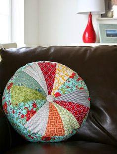 Στρογγυλά μαξιλάρια με πάτσγουορκ - ftiaxto.gr