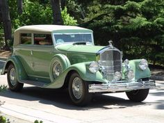 Green Minerva - Classic Car - .......checkfred.com .......