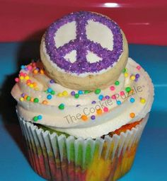 The Cookie Puzzle: Introducing...Flashback Fridays  Tie Dye Peace Sign Cupcakes
