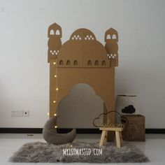 Create a Mini Eco-Mosque With Cardboard This Ramadan Amaliah Eid Crafts, Ramadan Crafts, Decoraciones Ramadan, Prayer Corner, Diy Cardboard, Cardboard City, Prayer Room, Kids Corner, Party