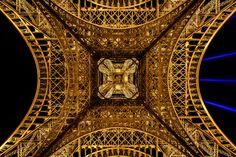 View from below to the top © Tour Eiffel-Illuminations Pierre Bideau Largest Countries, Countries Of The World, France Eiffel Tower, France City, Top Tours, Shops, Photoshop, Paris City, North Sea