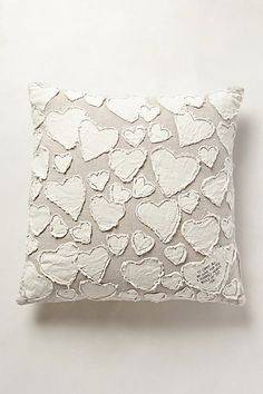 Make this cute Anthropologie Inspired Heart Pillow for Valentine's Day or any day! The neutral colors blend with any decor and it's no sew! Diy Pillows, Throw Pillows, Sculpture Textile, Sewing Crafts, Sewing Projects, Heart Envelope, Heart Pillow, Heart Cushion, Valentine Decorations
