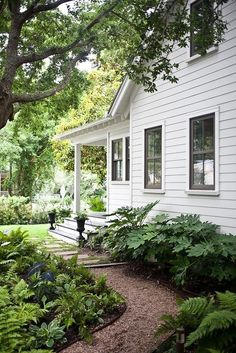This house reminds me of my grandmothers. Move me in. Source: houzz.com