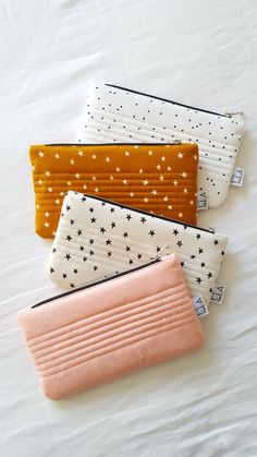 Image of Pochette Dots & Stars Diy Pochette, Potli Bags, Dee Dee, Sewing Accessories, Craft Sale, Cooking Time, Pouch, Dots, Purses