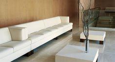 """#INVADER #sofa #grassoler #whitesofa #livingroom #deco #interior #design  Estructura metálica,""""Intelligent System"""" confort a elegir: suave, medio y firme, asiento y respaldo poliéter HR, opción pies aluminio."""