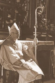 John Paul II as bishop Catholic Priest, Catholic Art, Catholic Saints, Roman Catholic, Juan Pablo Ll, Divine Mercy Sunday, Saint Teresa Of Calcutta, Catholic Memes, Bride Of Christ