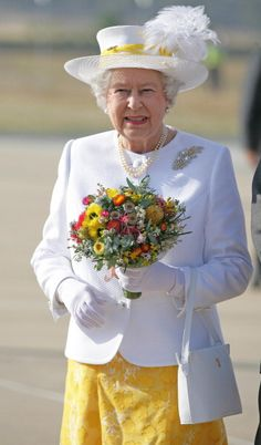 Queen Elizabeth, 2006. In 1954 The Queen received a diamond wattle brooch from the Government and People of Australia on her first Commonwealth tour and visit to Australia. The Queen has worn the diamond brooch on many subsequent visits to the country