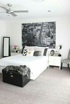 White is the perfect shade of bedroom design for every occasion. It is symbolizing peace and purity. These 20 white bedroom ideas will help you create the perfect bedroom designs you always dream of. Furniture and ornaments choice are included. Dream Rooms, Dream Bedroom, Monochrome Interior, Interior Design, Monochrome Bedroom, Couple Bedroom, Suites, White Bedroom, Black White And Gold Bedroom