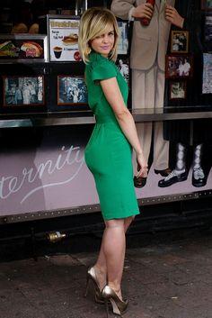 Mena Suvari impressive booty and gams in a green dress and metallic heels
