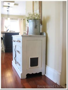 She took an old cabinet, gutted it, and then added the cat door, hinged the front, an PRESTO a hidden kitty litter box that everyone doesnt have to see! Description from pinterest.com. I searched for this on bing.com/images