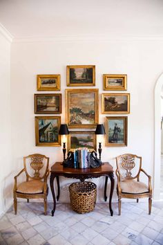 42 Luxury Wall Gallery Ideas For Perfect Wall Decor Style Deco, Interior Decorating, Interior Design, Home And Deco, Traditional House, Interior Inspiration, Beautiful Homes, House Beautiful, Sweet Home
