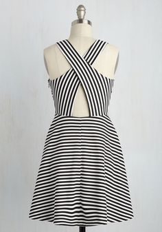 You're eager to zip all around a new city, stylishly scuttling around in this black and white dress. Featuring a crisscrossed back, textured fabric, and chic striped pattern, this A-line is the perfect frock to flaunt on your fashionable afternoon of exploration!