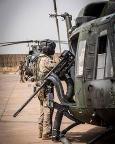 High quality images of the military (from all countries). Military Helicopter, Military Police, Military Weapons, Military Art, Usmc, Military Aircraft, Weapons Guns, Marines, Air Fighter