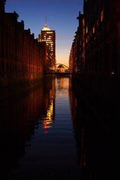 """Hamburg im festlichen """"Adventsgewand"""" // Hafencity und Speicherstadt zwischen Sonnenuntergang, blauer Stunde und Nacht - """"Fee ist mein Name"""""""""""