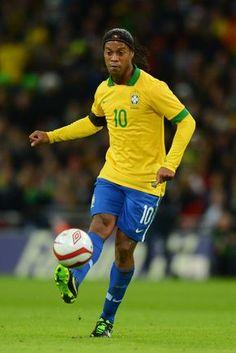 Medio Volante Ofensivo Derecho - Ronaldinho (Brasil).
