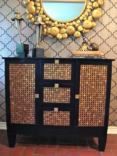 Penny decor is a unique way of decorating your home interior. Penny decor can be incorporated in the kitchen, bedroom, bathroom etc. Furniture Projects, Furniture Makeover, Home Projects, Diy Furniture, Penny Decor, Penny Table, Diy Recycling, Upcycle, Cabinet Makeover