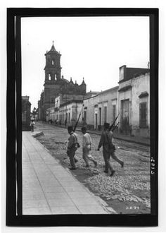 [Mexican Soldiers Walking] : The Portal to Texas History