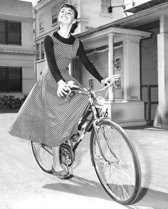 Audrey Hepburn - cycle chic