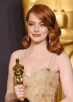 Emma Stone attends the Annual Academy Awards at Hollywood & Highland Center on February 26 Red Hair Celebrities, Beautiful Female Celebrities, Celebs, Blonde Hair Makeup, Blonde Hair Blue Eyes, Barbara Palvin, Emma Stone Oscars, Wavy Lob, Spring Hairstyles