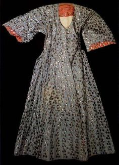 Robe associated with Murat III (1574-95). Dark blue and doubled in white satin, 16th century