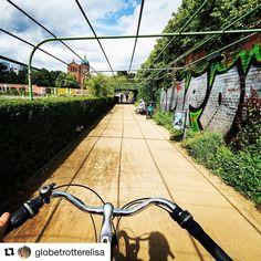 Opplev Berlin på to hjul. #reiseblogger #reiseliv #reisetips #reiseråd  #Repost @globetrotterelisa (@get_repost)  Ønsker du å oppleve Berlin utenfor turisttråkket? Berlin er en perfekt sykkelby. Bli med @berlinonbike på en guidet sykkeltur og opplev byen på lokalt vis!  Nytt innlegg på bloggen der du kan bli med på en sykkeltur gjennom det trendy og grønne Berlin!
