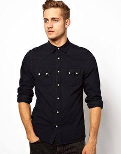 Si no sabes que llevar a una reunión, teatro, evento social la recomendación es: Camisa y pantalón al mismo tono. El negro queda muy bien #ModaChicos