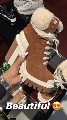 Cute Shoes Heels, Fancy Shoes, Pretty Shoes, Crazy Shoes, Beautiful Shoes, Jordan Shoes Girls, Girls Shoes, Fashion Boots, Sneakers Fashion
