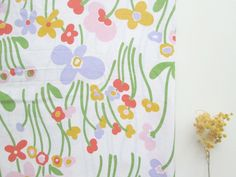 Drap (tissu) 2 personnes fleurs années 60/70 via un lundi ordinaire. Click on the image to see more!