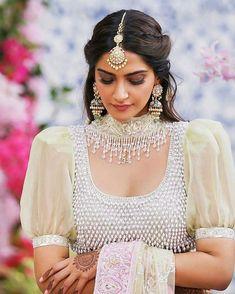 32 Ideas for indian bridal hairstyles bollywood sonam kapoor - - Stylish Blouse Design, Fancy Blouse Designs, Bridal Blouse Designs, Saree Blouse Designs, Blouse Styles, Indian Wedding Outfits, Indian Outfits, Indian Designer Outfits, Designer Dresses