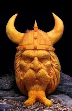 Ray Villafane 15 498x765 Ray Villafane   Carved Pumpkins