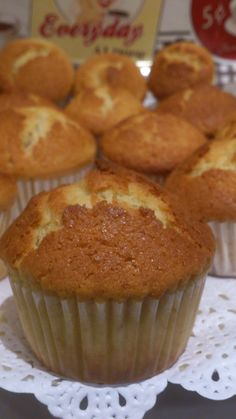 REPOSTERÍA DE ANTAÑO: MAGDALENAS CASERAS Mexican Food Recipes, Sweet Recipes, Dessert Recipes, Top Recipes, Fudgy Brownie Recipe, Brownie Recipes, Mini Cakes, Cupcake Cakes, Pound Cake Recipes