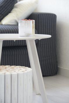 Aflevering 4 - Najaar 2017 Kruk Rouen Stool, Table, Furniture, Home Decor, Stools, Interior Design, Home Interior Design, Desk, Tabletop