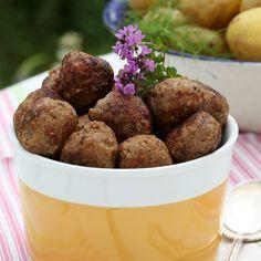 Midsommarköttbullar - till din sommarbuffé! Hitta receptet här: http://www.hemmetsjournal.se/mat/reportage/Midsommarfesten---basta-buffematen/#