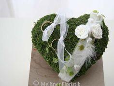 Ringkissen - Ringkissen Moos mit weißen Schaumrosen - ein Designerstück von Meissner-Floristik bei DaWanda