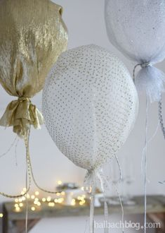 halbachblog I Partydeko mit Heliumballons und Glitzerstoffen I Bänder I Gold, Silber, Weiß