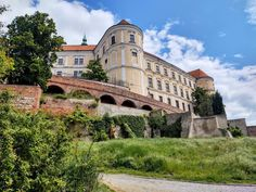 Mikulov | Experience Europe Wine Festival, Motor Boats, S Pic, Tour Guide, Wine Tasting, The Good Place, Surfing, How To Memorize Things, Old Things