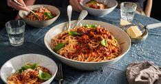 Opskrifter fra Lidl, prøv denne opskrift på Next level bolognese Lidl, Bolognese, Parmesan, Spaghetti, Ethnic Recipes, Food, Basil, Meals, Noodle