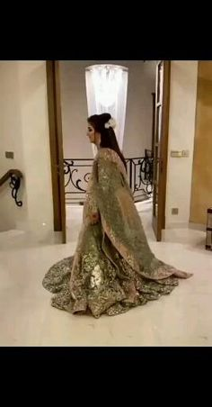 Stylish Dresses For Girls, Stylish Dress Designs, Designs For Dresses, Pakistani Fashion Party Wear, Pakistani Bridal Dresses, Indian Gowns Dresses, Indian Fashion Dresses, Bridal Songs, Indian Wedding Video