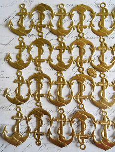 GOLD MEDALLIONS VICTORIAN DIE ROUND ORNATE  CENTER ORNAMENT  DRESDEN GERMAN FOIL
