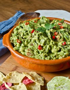 Smoky Chipotle Guacamole Dip is easy to make and so delicious. It has a subtle smoky flavor and a little spice from the chipotle peppers. Potato Appetizers, Vegan Appetizers, Appetizer Recipes, Chipotle Guacamole Recipe, Guacamole Dip, Paleo Recipes, Mexican Food Recipes, Mexican Dips, Mexican Cooking