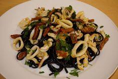 20 minutes dinner: squid spaghetti with chorizo and calamari pasta recipe   http://potsofsmiles.blogspot.co.uk/2016/02/20-minutes-dinner-squid-spaghetti-with.html
